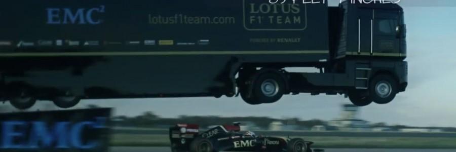 Camião salta por cima de um carro Fórmula1 e entra no livro Recordes do Guinness